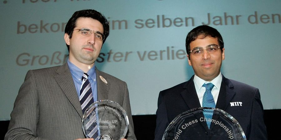 World Champion Vishwanathan Anand (R) and Vladimir Kramnik (L) show the trophies during the winner ceremony of the Chess World Championship in the Art and Exhibition Hall of the Federal Repblic of Germany in Bonne.