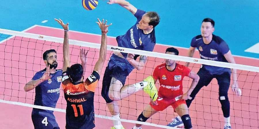 Action from the match between Black Hawks Hyderabad and Ahmedabad Defenders in the Pro Volleyball League in Kochi on Monday.