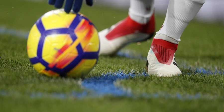 Referee scores in Dutch fourth-tier football match