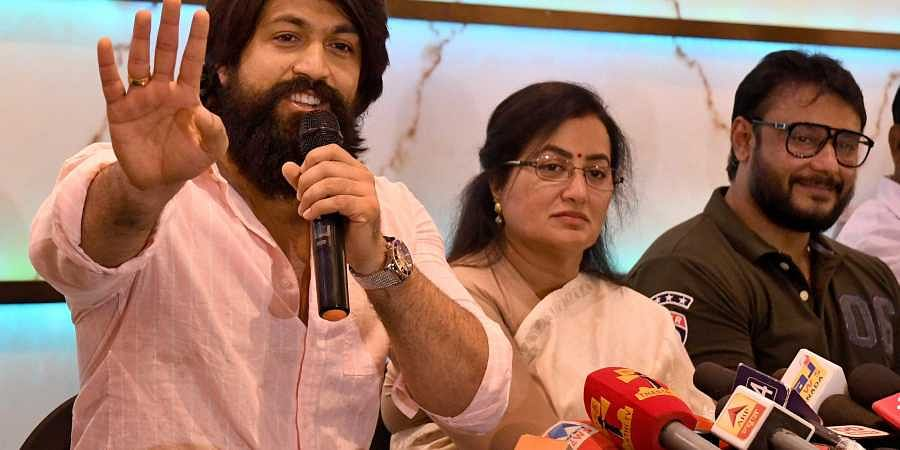 Image result for latest images of HD kumarswamy with actor yash