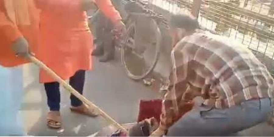 Kashmiri men attacked