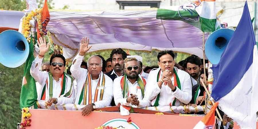 Congress candidate from Gulbarga Mallikarjun Kharge campaigning in the constituency
