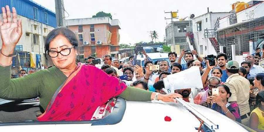 Independent candidate Sumalatha Ambareesh campaigns in Mandya on Thursday