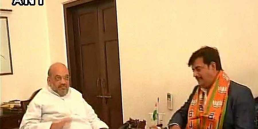 Actor Ravi Kishan joins BJP in presence of party president Amit Shah.