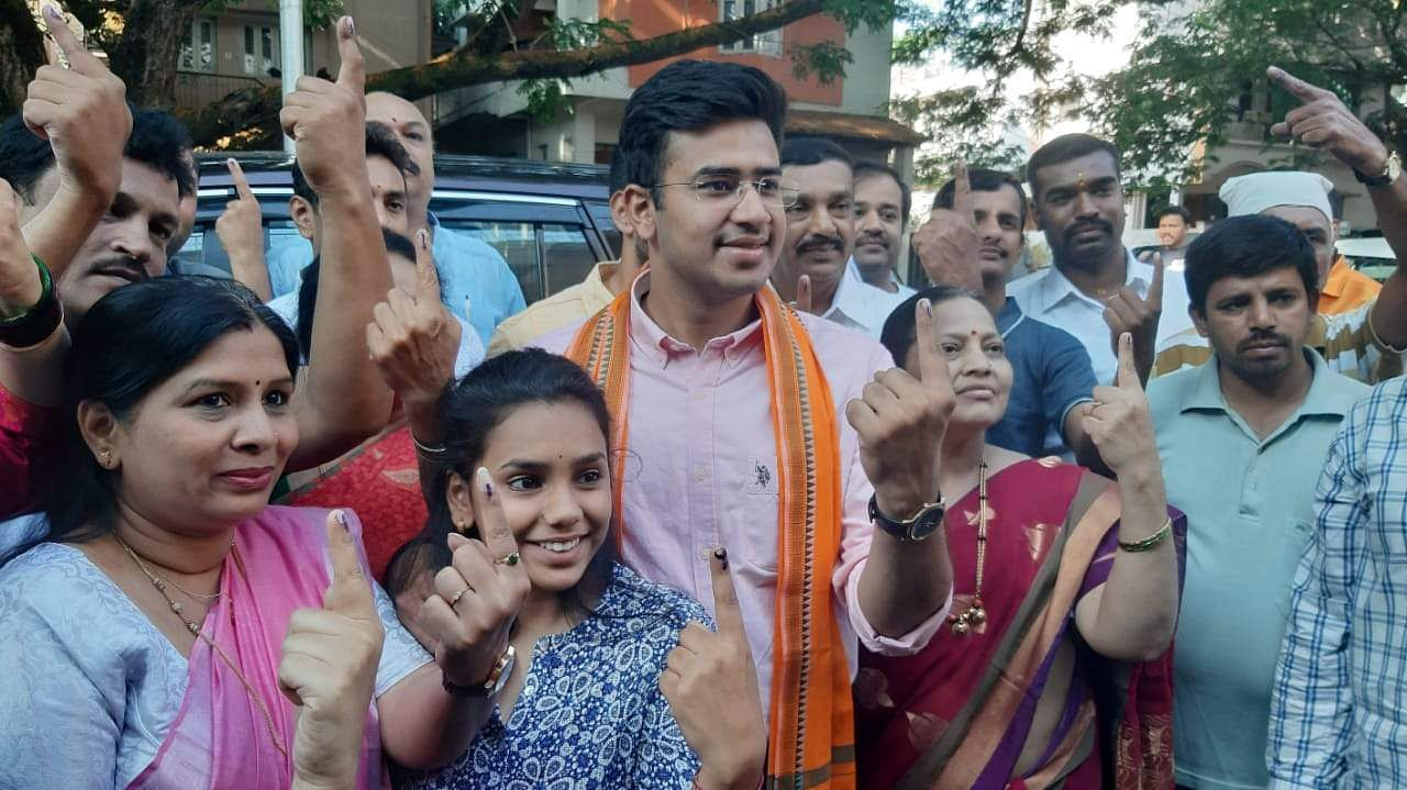 Bengaluru South MP Candidate Tejaswi Surya  cast his vote at Basavanagudi in Bengaluru. (Photo |Nagaraja Gadekal, EPS)