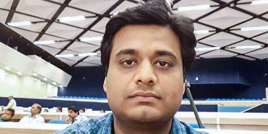 Nodal officer of the Election Commission in-charge of EVMs and VVPATs Arnab Roy posted at Krishnagar under Ranaghat parliamentary constituency in Nadia district is missing for over 24 hours according to officials. Roy was last conducting his poll duty at Bipradas Choudhury Polytechnic College.