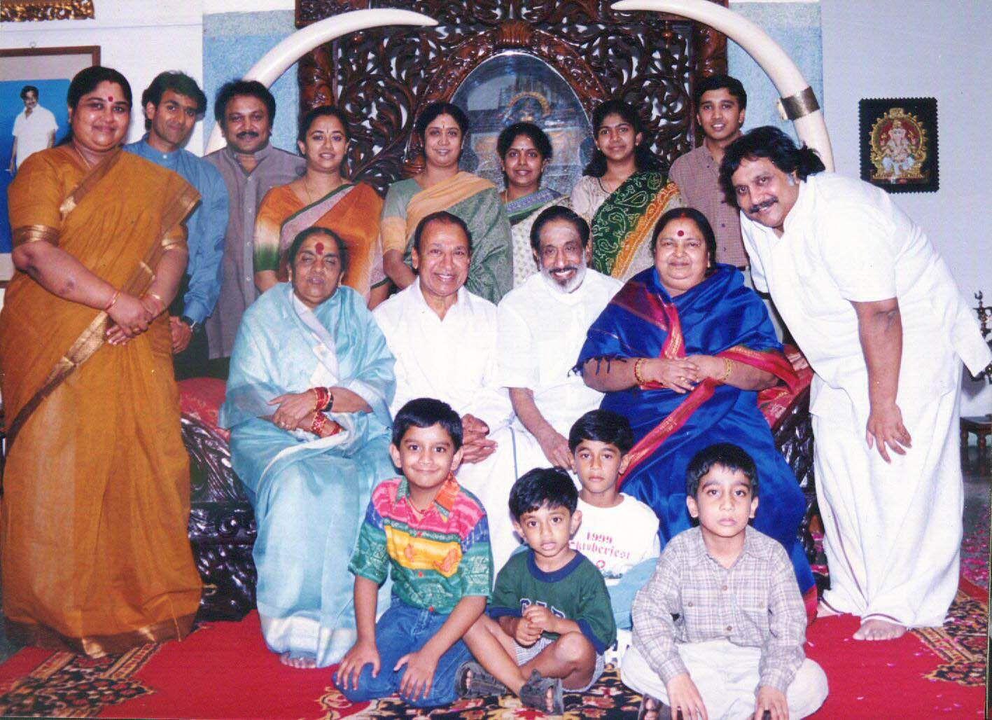 Veteran Tamil actor Sivaji Ganesan and his family with Kannada actor Rajkumar and his wife.