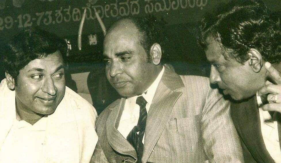 Having a tete-a-tete are Kannada film actors Rajkumar, Veerasamy and popular comedian Narasimharajan.