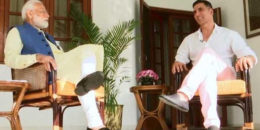 PM Modi chats with actor Akshay Kumar