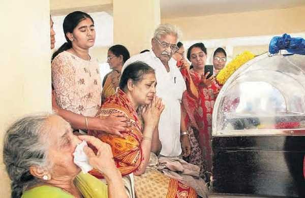 The grieving family of Vemuri Tulsiram, who died in the blast at Shangri-La Hotel in Colombo | S Senbagapandiyan
