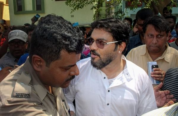 Union Minister Babul Supriyo heckled at Jadavpur University