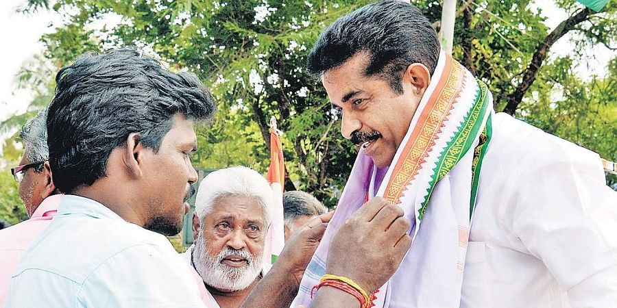 A party worker garlanding Adoor Prakash, UDF candidate in the  Attingal LS seat, during campaigning at Varkala
