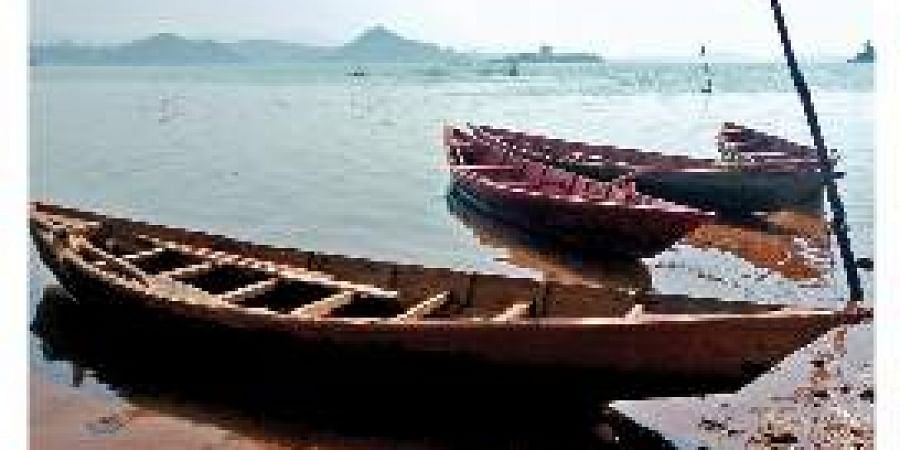Country boats lying idle at D Cheptaghat in Podapadar