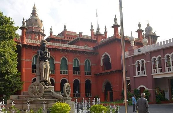 Madras High Court tells Tamil Nadu to regularise service of women sweepers within three months