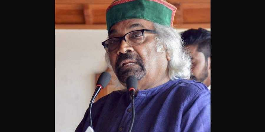 Congress leader Sam Pitroda interacts with party workers during the ongoing Lok Sabha polls in Shimla on 10 May 2019. (Photo   PTI)