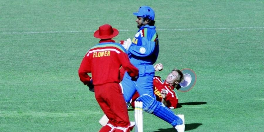 Zimbabwe's Wayne James (L) falls to the ground whilst trying to run out Sri Lanka's Arjuna Ranatunga (C) during the World Cup Cricket match between Zimbabwe and Sri Lanka on February 23, 1992 in New Plymouth.