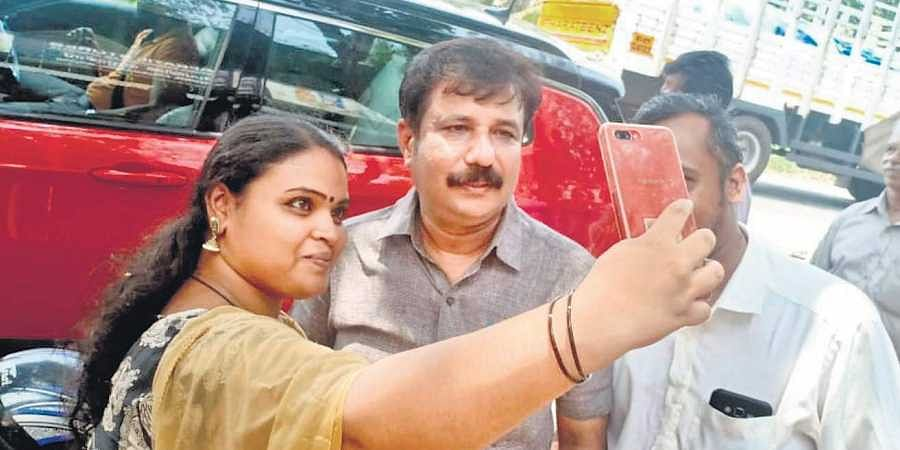 A voter taking a selfie with A M Ariff, CPM Alappuzha LS candidate, at Cherthala