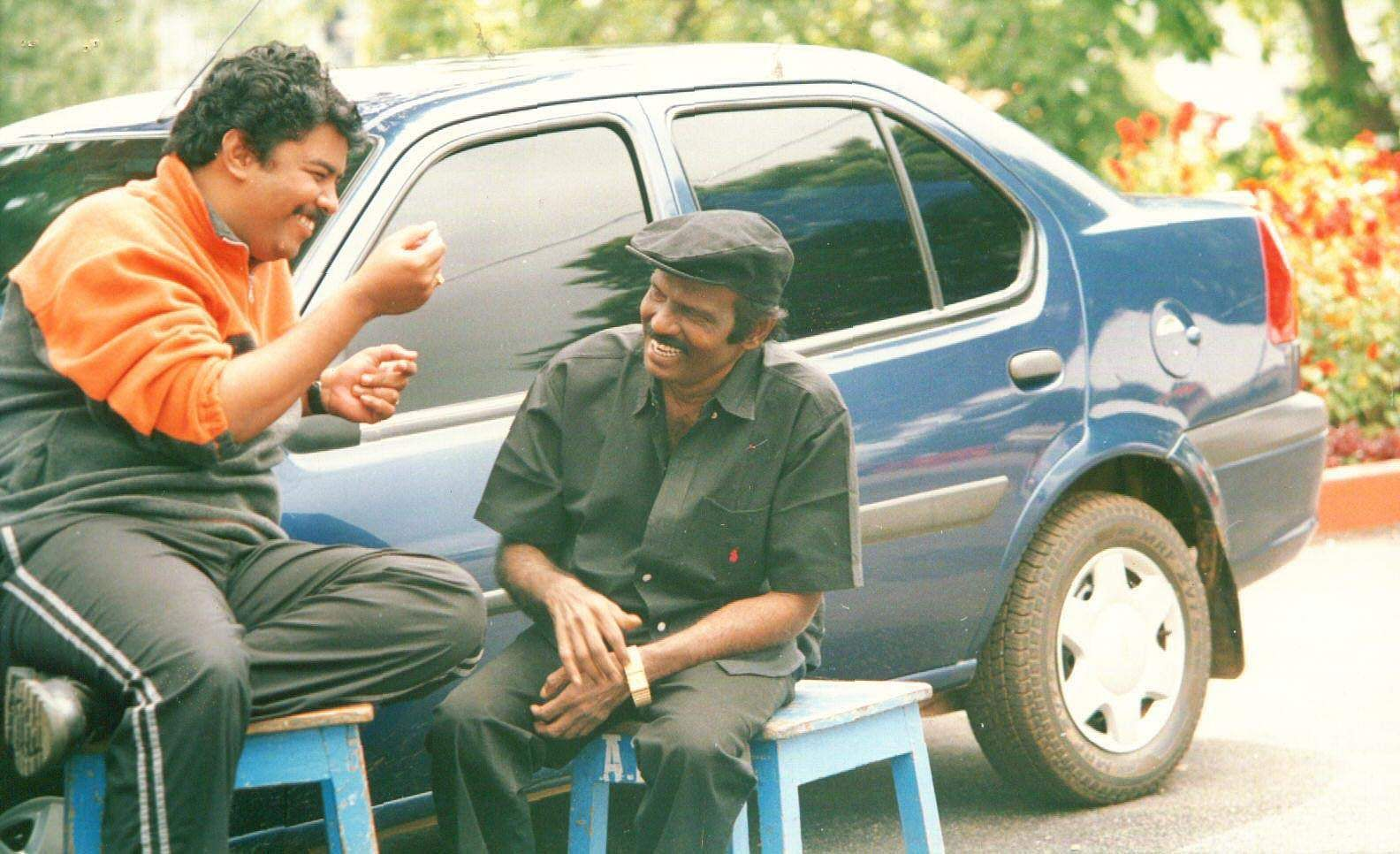 The picture was taken during the shooting of 'Azhagana Natkal' which was directed by  Sundar C (L) who gave many notable comedy films with Goundamani (R).
