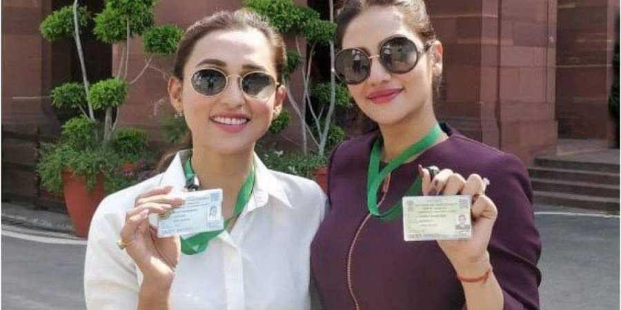 Actor-tuned-politicians Mimi Chakraborty and Nusrat Jahan. (Photo| Twitter)