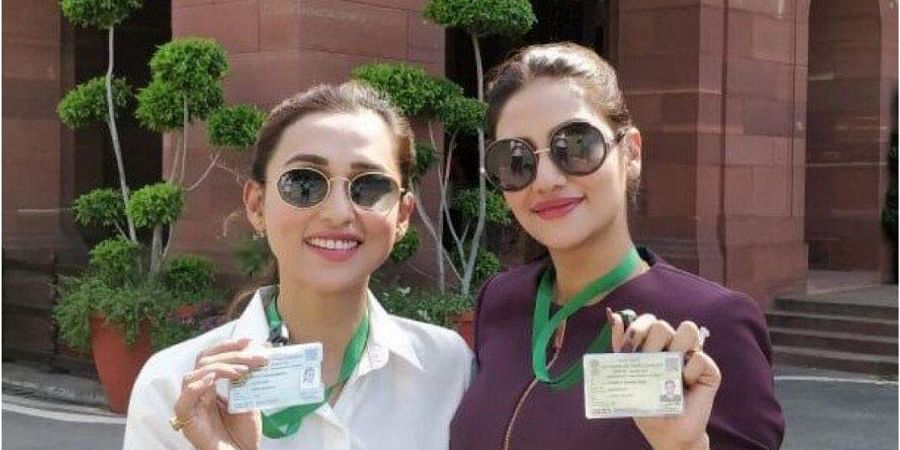 Actor-tuned-politicians Mimi Chakraborty and Nusrat Jahan. (Photo| Twitter)