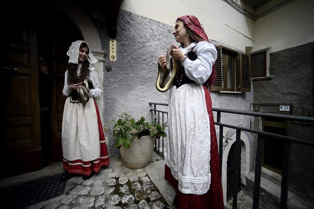 Italy-Snake-Festival-Cocullo