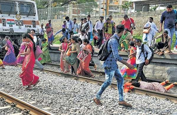 Commuters still risk their lives at Whitefield Railway Station