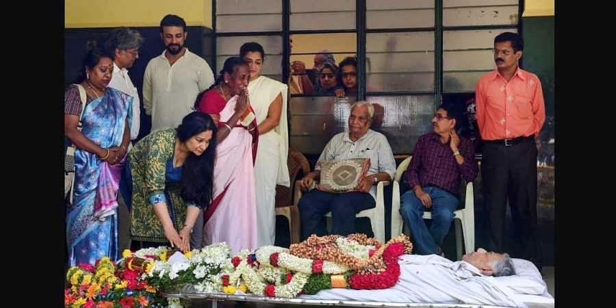 Girish Karnad cremated sans rituals, kin turn down offer of state ...