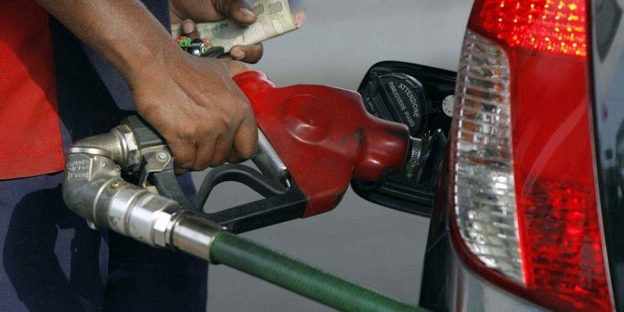 Andhra Pradesh Sub Inspector assaults petrol pump worker, probe