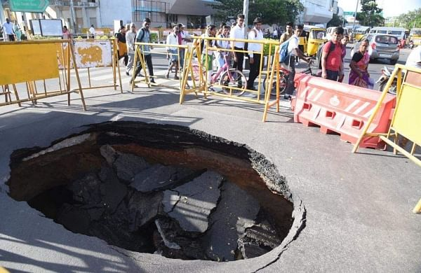 Road caves in at busy Madhya Kailash junction in Chennai, brings traffic to standstill