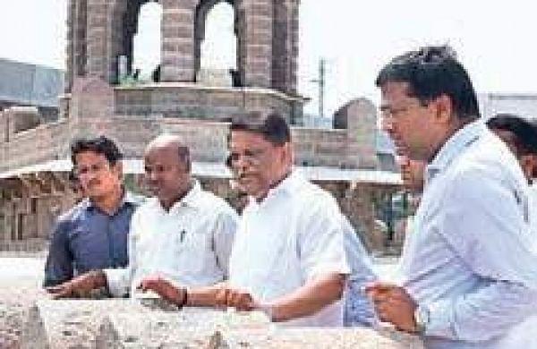 Hyderabad's Moazzam Jahi Marketrestoration works inspected