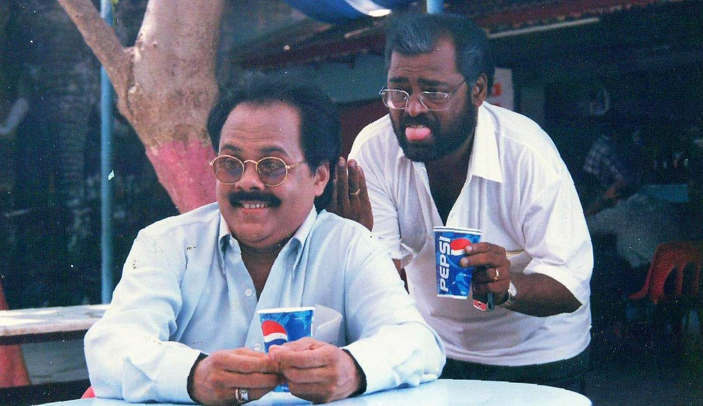 Actors Manivannan and Crazy Mohan in 'Kannopdu Kanbhede Ellam'.