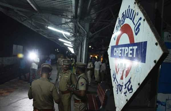 'Jilted lover' hacks woman waiting at Chetpet station, attempts suicide