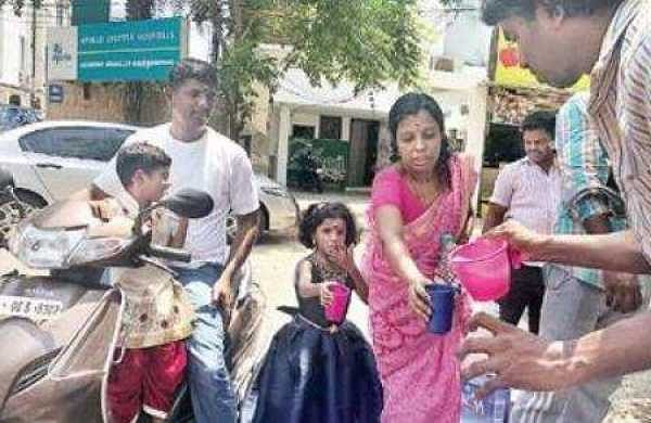 These Chennai autorickshaw drivers serve free buttermilk for the thirsty