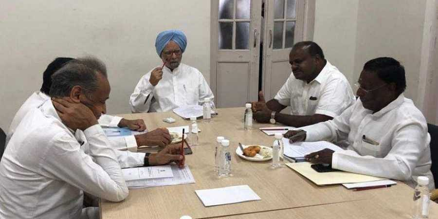 Former PM Manmohan Singh with Congress-ruled state CMs and Karnataka CM HD Kumaraswamy