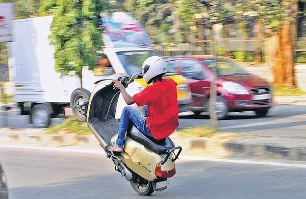 Bengaluru traffic policecrack down on drag racers, wheelie wonkers