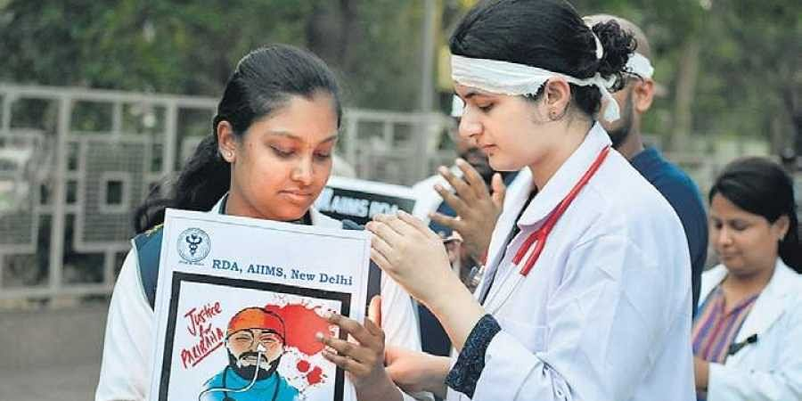 Delhi doctors boycott work, to observe one-day strike on Monday in support of Bengal colleagues