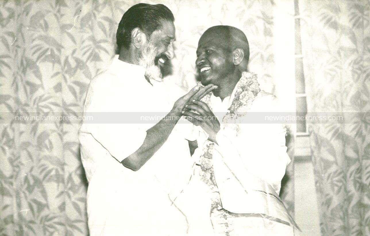 Actor Sivaji Ganesan and music composer Ilayaraaja having a light moment.