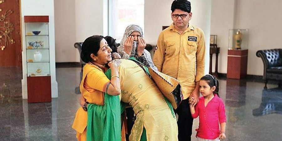 Sushma Swaraj with Uzma Ahmed at the MEA office