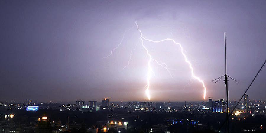 lightning1111304