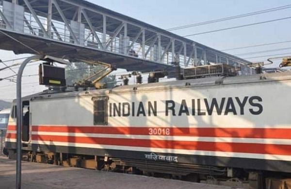 Railways plan to invest Rs 13,500 crore to run Delhi-Mumbai, Delhi-Howrah trains