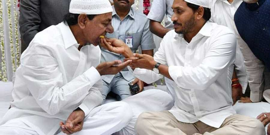Andhra Pradesh CM YS Jagan Mohan Reddy, Governor ESL Narasimhan and Telangana CM KCR take part in Iftar during Ramadan in Hyderabad