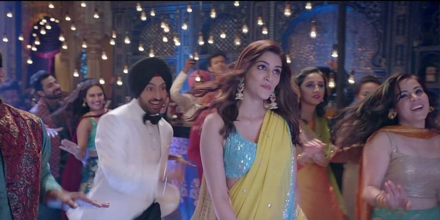 Diljit Dosanjh and Kriti Sanon in Main Deewana Tera son from Arjun Patiala. (Screengrab)