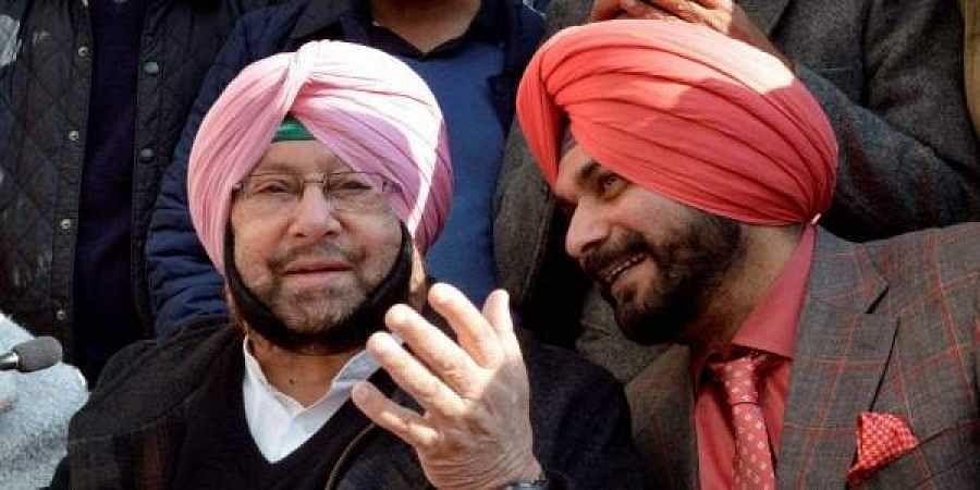 Punjab Chief Minister Amarinder Singh (L) and cabinet minister Navjot Singh Sidhu (R).  PTI File Photo