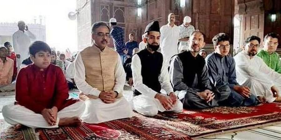Pakistan Foreign Secretary Sohail Mahmood Wednesday offered Eid prayers at the historic Jama Masjid n New Delhi on 5 June 2019. (Photo | ANI Twitter)