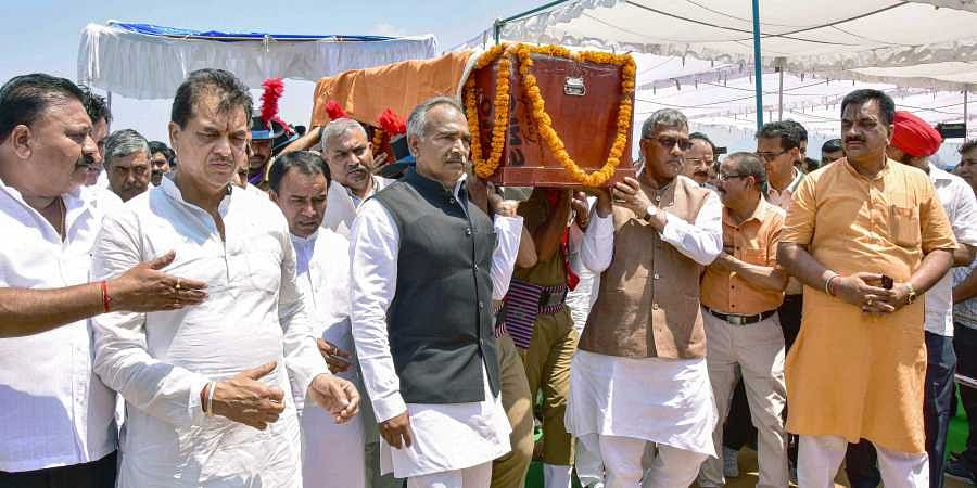 Uttarakhand Chief Minister Trivendra Singh Rawat and others on 8 June 2019 during the final ceremony of state finance minister Prakash Pant who died after a prolonged illness. (Photo   PTI)
