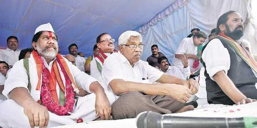 Bhatti Vikramarka, along with other leaders, on an indefinite fast, protesting 'illegal' merger of Congress MLAs with TRS at Dharna Chowk.