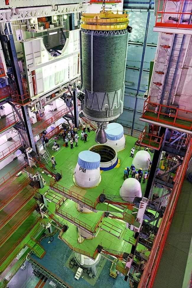 Integration of C25 cryogenic stage toL110 stage in progress.