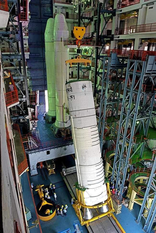 Hoisting of L110 stage for integration with S200.