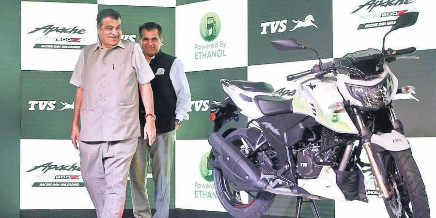Union transport minister Nitin Gadkari and NITI Aayog CEO Amitabh Kant at the launch of TVS Apache RTR 200 Fi E100 in New Delhi on Friday