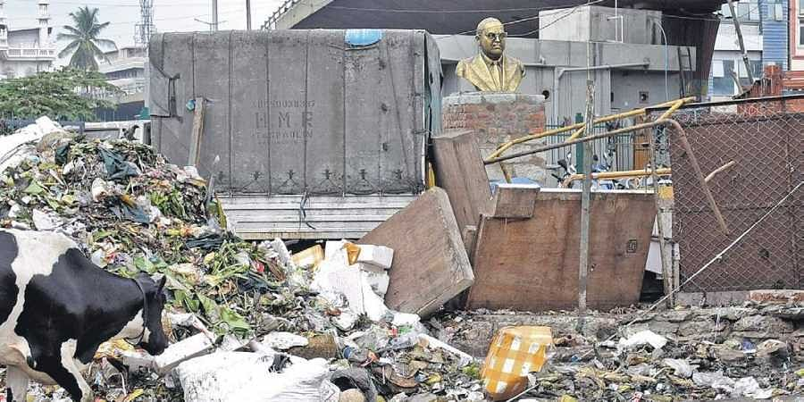 The site near the City Market where the bust was installed. The place was earlier used to park garbage tippers